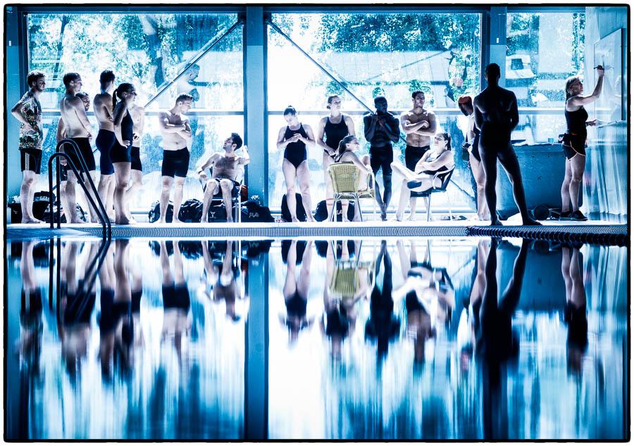Studenten van de ALO in het sloterparkbad in Amsterdam - © Fotografie: Martin Hogeboom