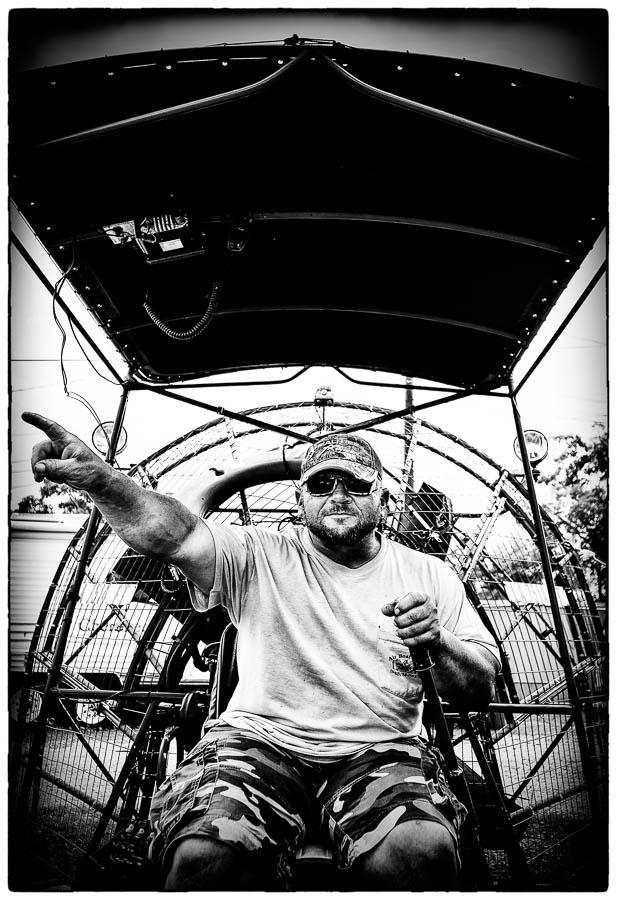 Motortour USA - Captain Greg zit klaar om ons op zijn Airboat door het moerasgebied in Louisiana te varen. - © Fotografie: Martin Hogeboom