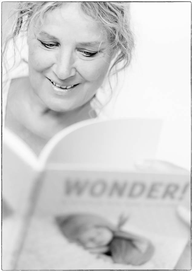 Marjan Laban en haar newborn fotoboek Wonder - © Fotografie: Martin Hogeboom