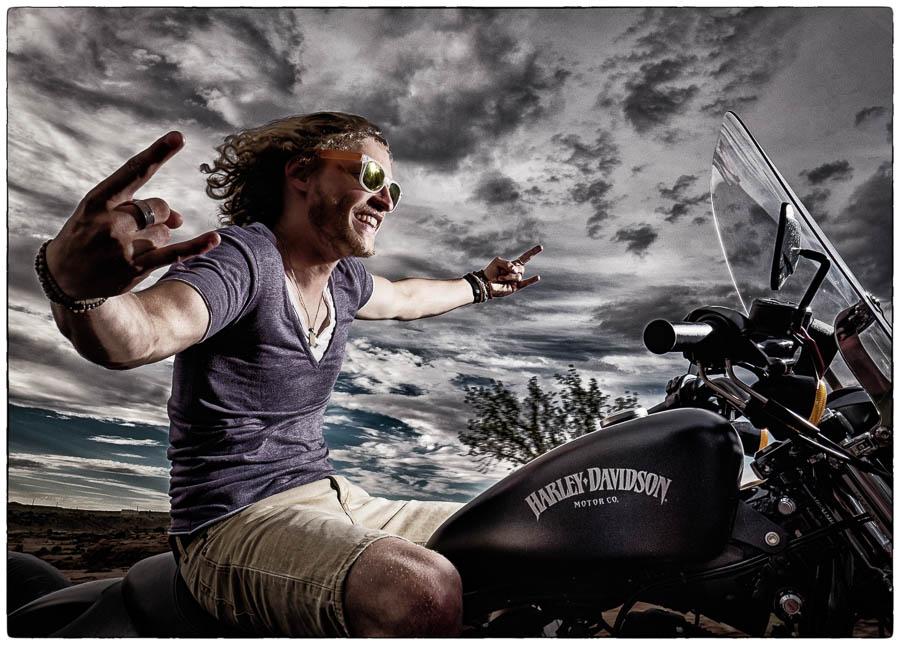 Calum op zijn Harley in de buurt van Canyon de Chelly in Arizona - Anasazi Motortour USA - Crossroads - © Fotografie: Martin Hogeboom